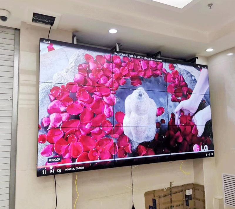 广西南宁某科技公司3x3共9块液晶拼接屏安装完工