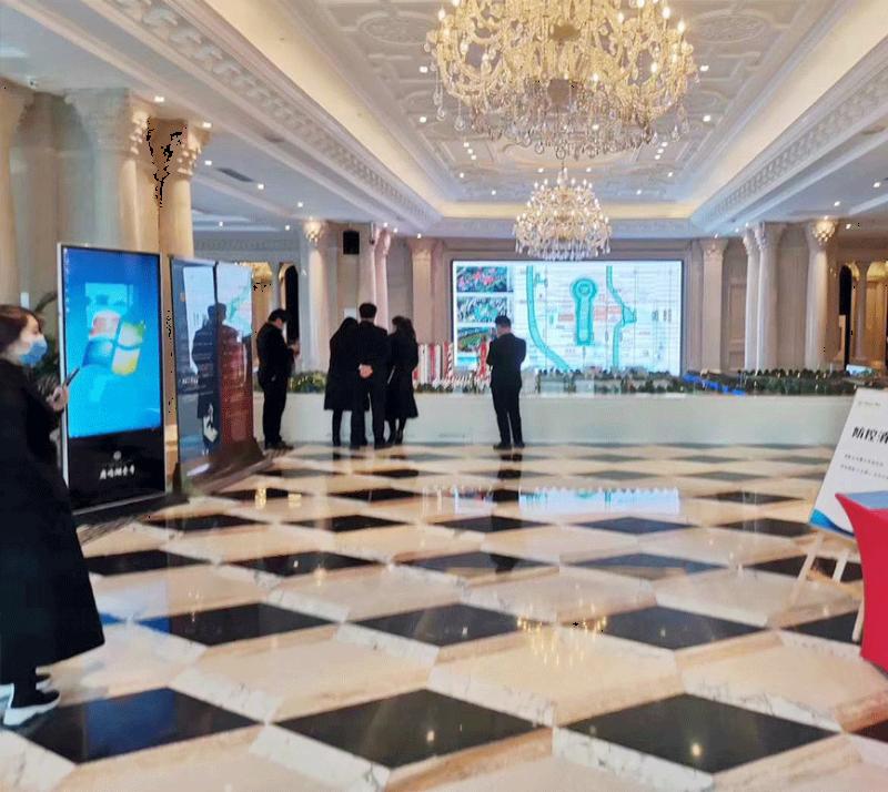 上海某售楼部7台65寸立式触摸一体机
